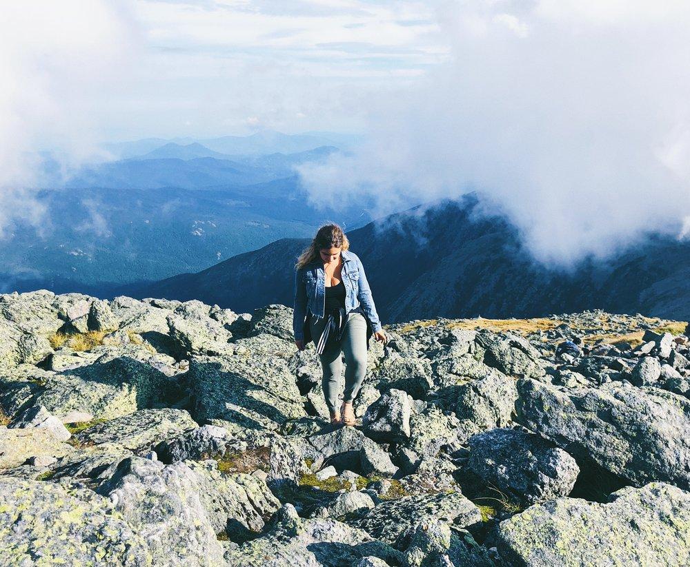 ambarjanuel_mountwashington_hiking_nomadlifestyle