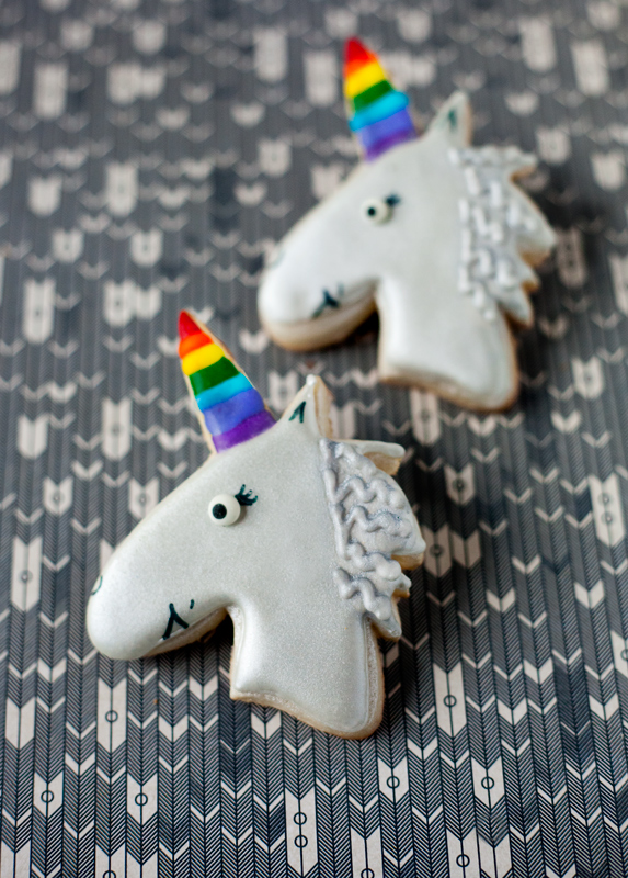 © SIlver Unicorn with Rainbow Horn Cookies