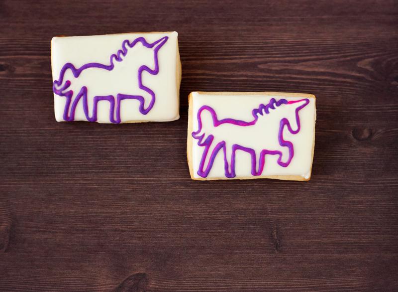 © Unicorn Outline Cookie