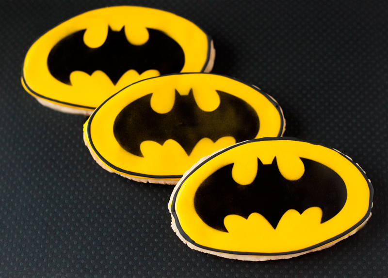 © Batman logo cookies
