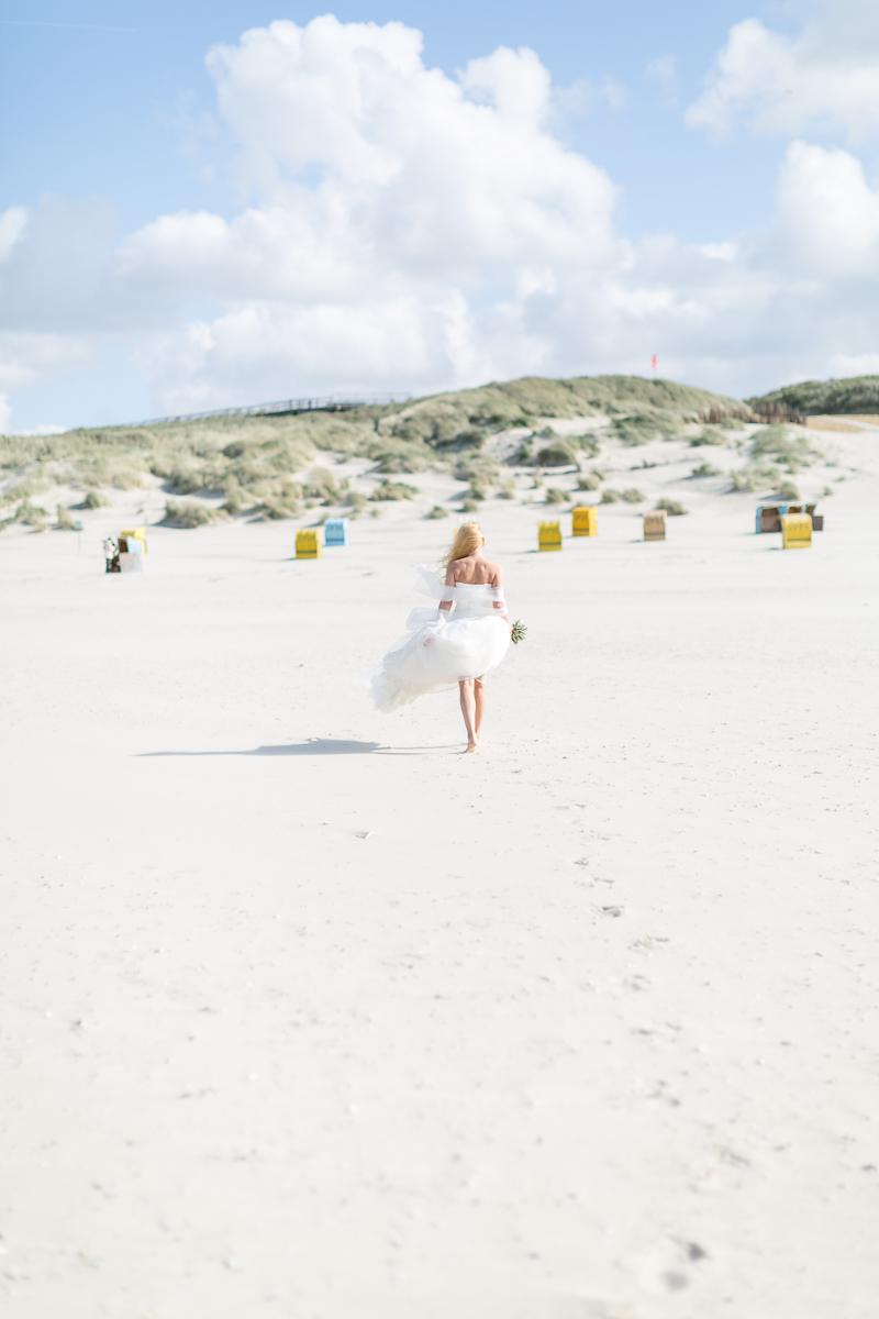 juist-beachwedding-strand-bride.jpg