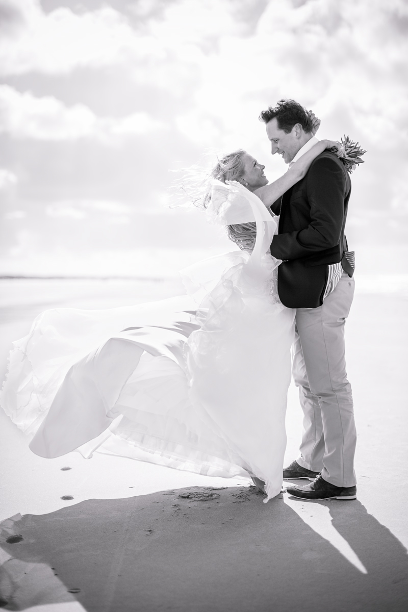juist-beachwedding-couple.jpg
