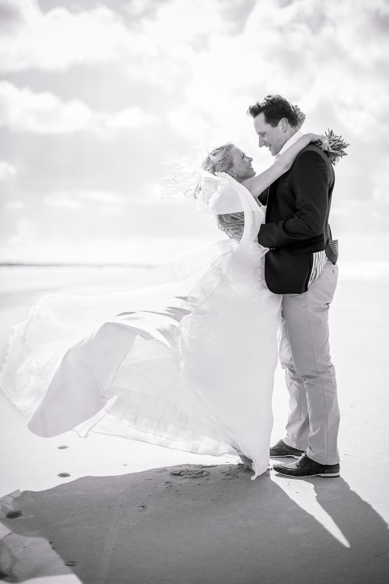 juist-beachwedding-couple.jpg