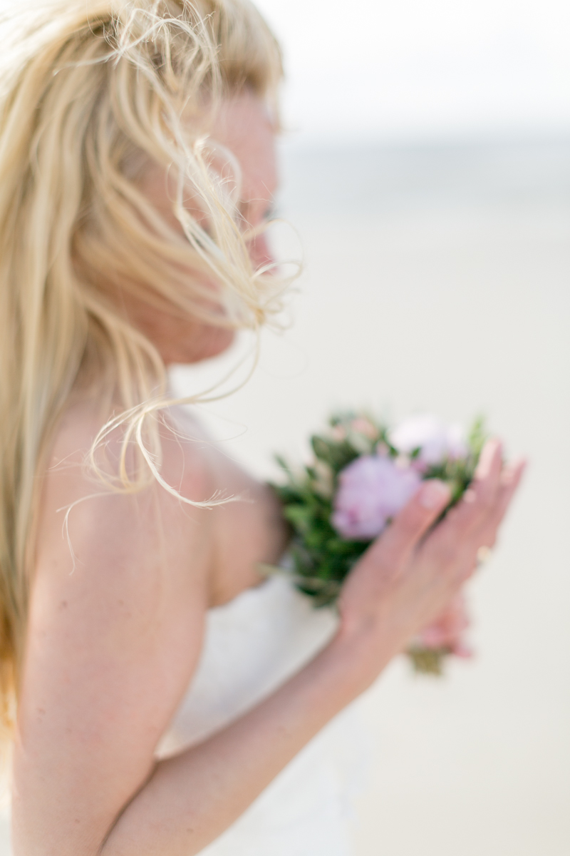 juist-strandhochzeit-beachwedding-hair-flowers.jpg