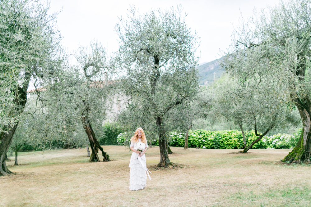 braut-olivenbaum-italien-heiraten-gardasee-hochzeitsfotograf_muenchen-susanne_wysocki.jpg