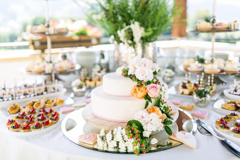 8-hochzeitstorte_sweet-table_heiraten_kitzbuehel_arosa_susanne-wysocki_hochzeitsfotograf.jpg
