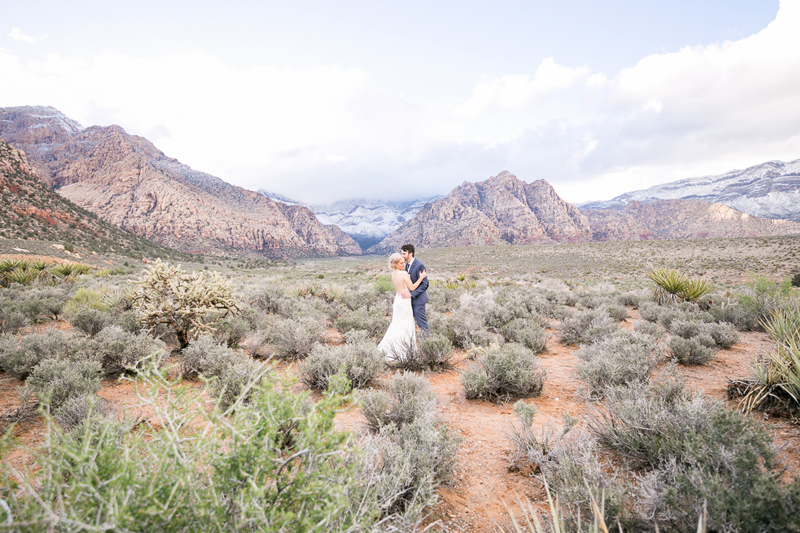 lasvegas-nevada-desert-shoot-bride-groom-susanne_wysocki-weddingphotographer-germany-wppi-redrock-2.jpg