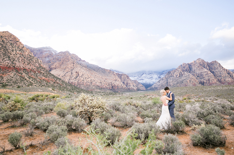 lasvegas-nevada-desert-shoot-bride-groom-susanne_wysocki-weddingphotographer-germany-wppi-redrock.jpg