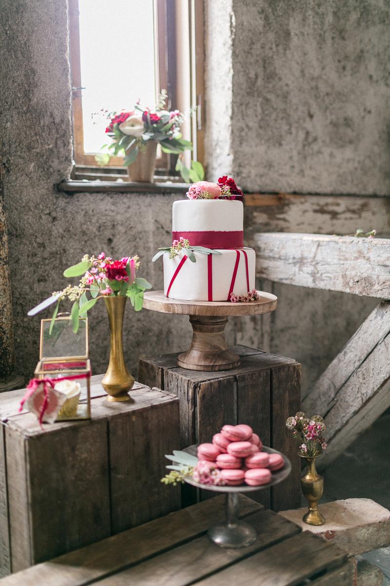 muenchen-hochzeitsfotograf-susanne_wysocki-inspiration-deko-torte-maccarons-sweet_table.jpg