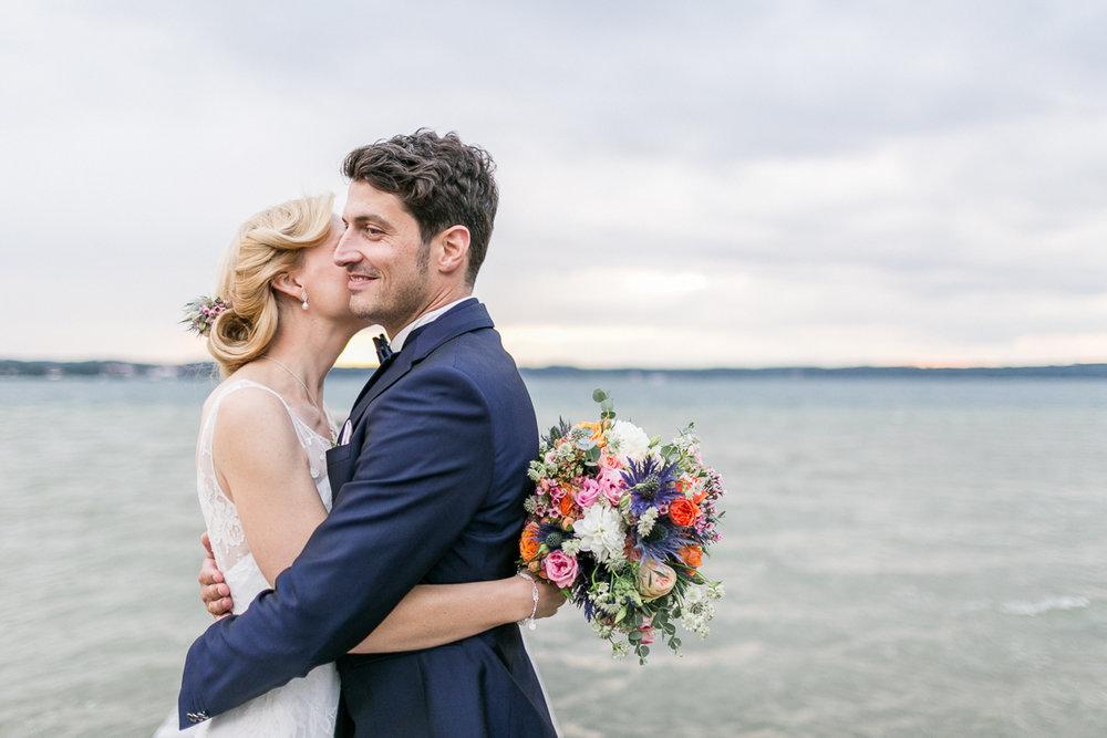 starnberg-starnberger_see-steg-muenchen-hochzeitsfotograf-braut-brautkleid-blumen-brautstrauss-paarshooting-shooting-trier-luxemburg-marriage-wedding.jpg