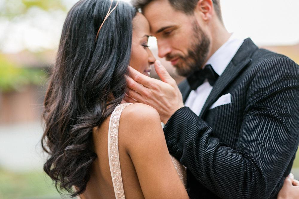 brautpaar-paarshooting-shooting-love-closeup-braut-brautkleid-muenchen-hochzeitsfotograf-shooting-trier-luxemburg-marriage-wedding-inspiration-spinnerei-kolbermoor.jpg