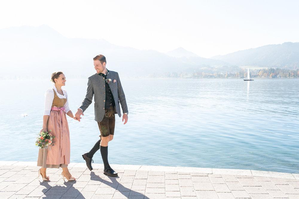 tegernsee-rathaus-standesamt-brautpaar-boot-paarshooting-blumen-dirndl-tracht-braut-hochzeit-wedding-marriage-hochzeitsfotograf-muenchen-luxembourg-trier-lake_tegernsee.jpg