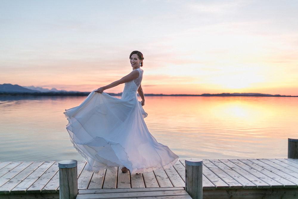 chiemsee-chiemgauhof-braut-brautkleid-hochzeit-wedding-marriage-hochzeitsfotograf-muenchen-luxembourg-trier-berge-alpen-bayern.jpg