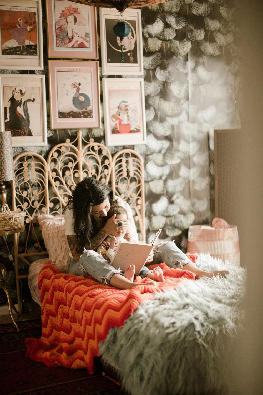 family-book-readingtime