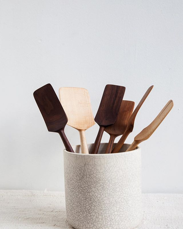 We're starting to list some of our larger pieces on the website! Crackle utensil crock holding our favorite spatulas from @fourleafwoodshop ✨
