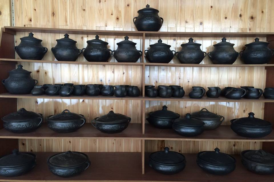 Blog_Black Pottery_8.jpg