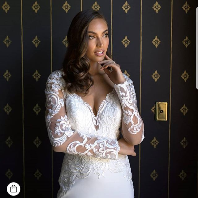 Girrrrrrrl!😍😍😍😍 @chanelstewart_x  Shooting for |@thebridesdiary FLOWERS AND LACE  Couture shoot South Australian edition.  Styled By |@thebridesdiary Hair by Vanessa |@thebridalhairco  Makeup by Amber |@thebridalmakeupco Gown |@allurebridals |@ferrari_formalwear_and_bridal Photo |@theevokecompany Ring |@andrewmazzonedesignjeweller  Venue |@beridahotel