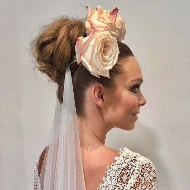 Statement bun By Vanessa | @thebridalhairco  Makeup by Shelley |@thebridalmakeupco  @clementineposy  @lovemariebridalboutique  @skyemcintyre