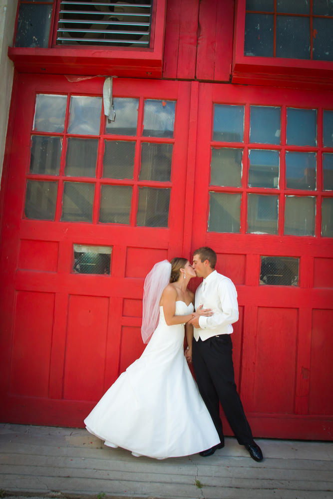 Red Door Photo and Design - Wedding Photographer Iowa - 515.254.2588