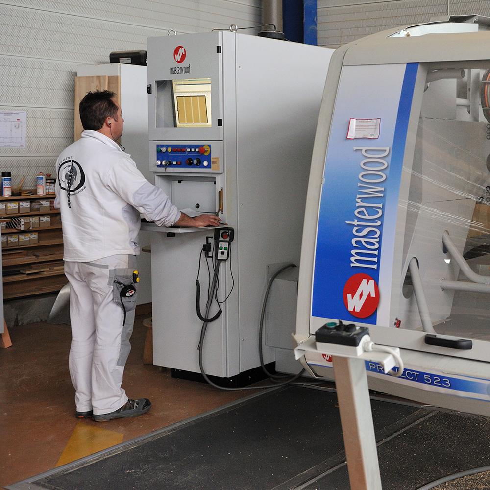 3 centres d'usinage numériques bois, composites, alu, laiton, usinage mécanumérique 3 axes 3 opérateurs qualifiés