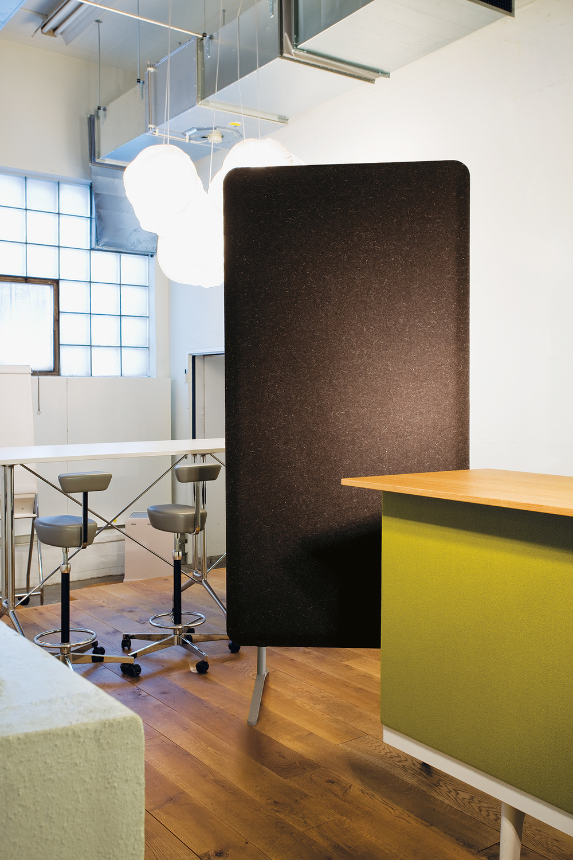 PANNELLO SUPPORTO Se cambiano le condizioni acustiche o se lo spazio deve essere ripartito in altro modo, il piazzamento dei pannelli può essere modificato.