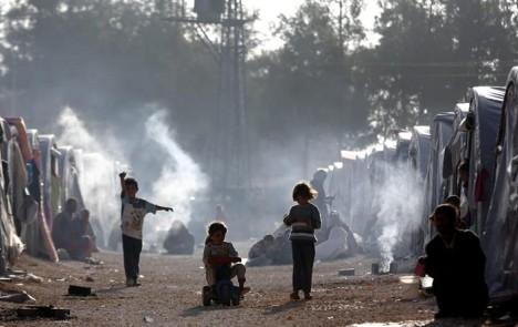 Turquía. Niños sirios juegan en un campo de refugiados en el distrito de Suruc.