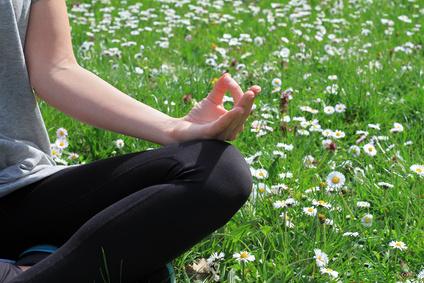 Practicar la respiración consciente.