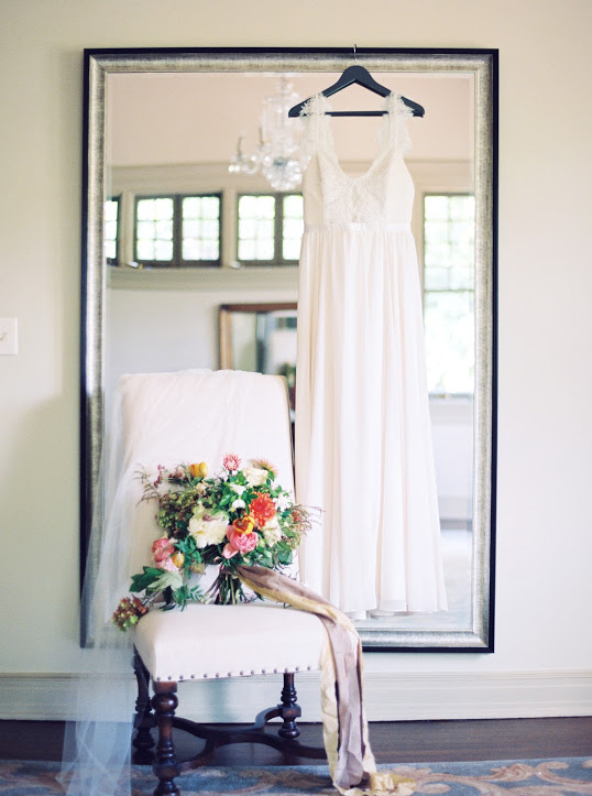 hanging-wedding-dress-bouquet-christina-sloan-events-wedding-planners-birmingham-al-clubhouse-on-highland