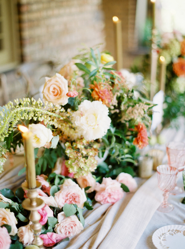 Elegant-Amber-and-Coral-Wedding-Flowers-christina-sloan-events-wedding-planners-birmingham-al-clubhouse-on-highland