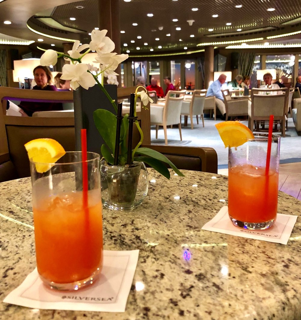 Welcome drinks in the Panorama Lounge