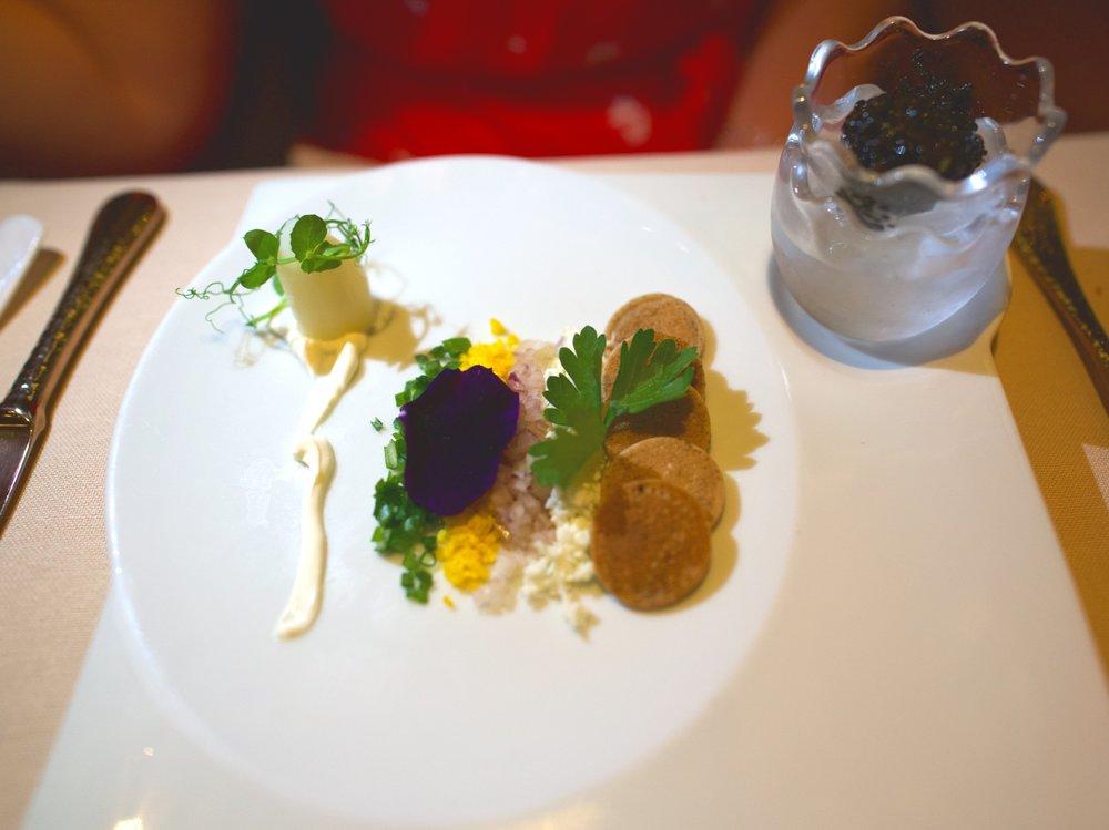 La Dame caviar and blinis.