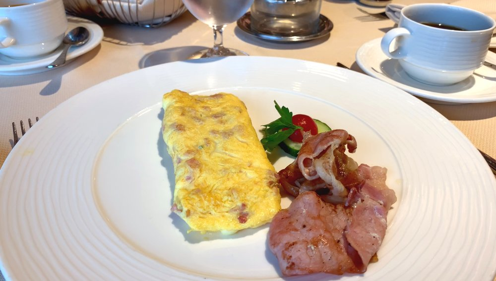 Atlantide omelet and bacon.