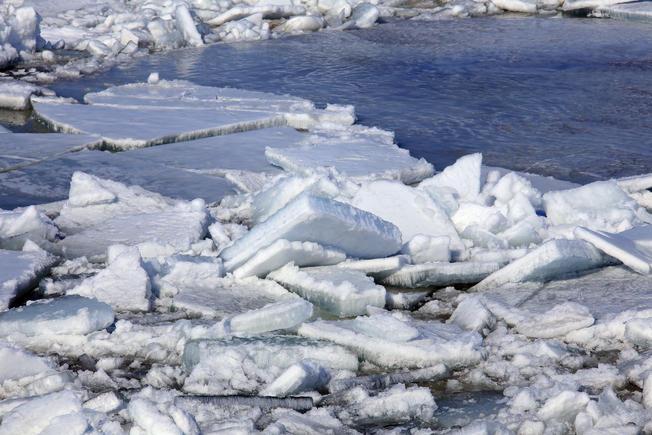 ICE+Dam+AdobeStock_82001887.jpg