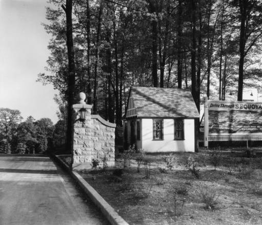 Entrance to Sequoyah Hills, circa 1925. Photo courtesey of Thompson Photo Collection, C.M. McClung Historical Collection, Knox County Library