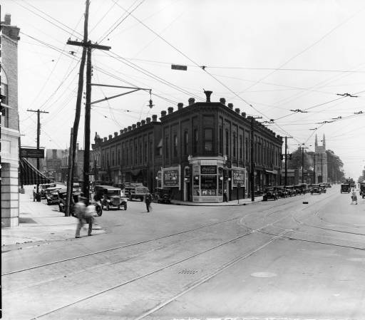 Broadway & Central, early 20th century. Photo courtesy of McClung Historical Collection.