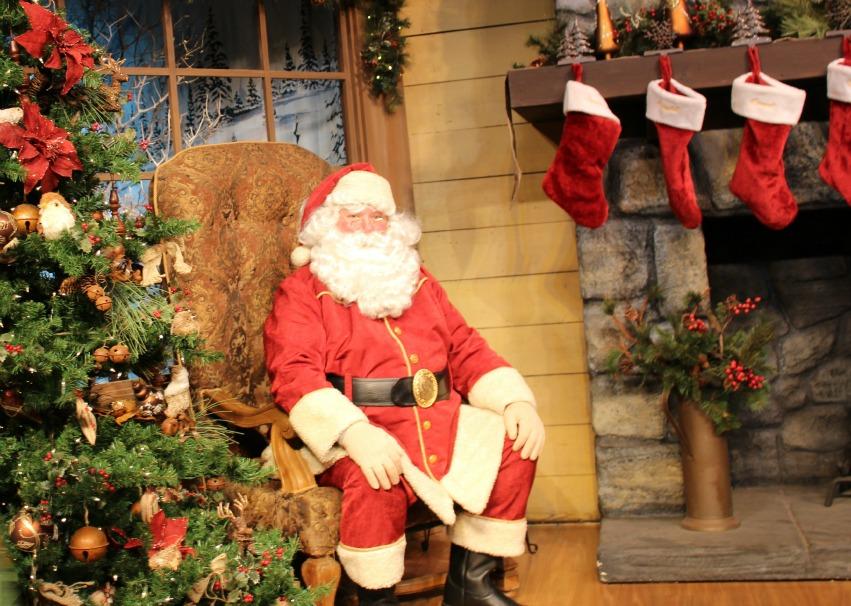 Santa at Knotts