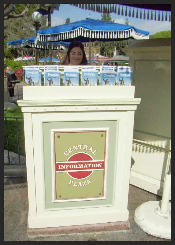 Central Plaza Kiosk/Across from Jolly Holiday Bakery