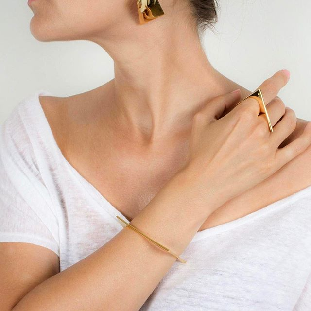 ✨ Monday Minimalism ✨⠀ Featuring our Torsion collection⠀ .⠀ .⠀ .⠀ .⠀ .⠀ ⠀ #XrJewelry #jewelry #doublering #bangel #earrings #shop #fashion #trends #fashionjewelry #fashionbloggers #stylebloggers #spring #style #instastyle #OOTD #instagood #instashop #instabuy #instafollow #instajewelry #minimalisticfashion #geometricjewelry #sustainable #sustainablefashion #sustainablejewelry #leadfree #nickelfree #madeinusa
