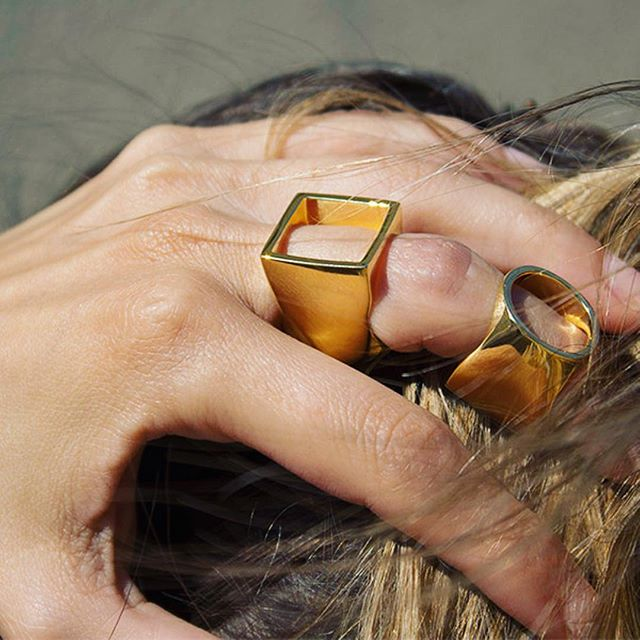 Mixing shapes because why not? 😎⠀ Hint: This is the same ring! ⠀ ✨ Two looks in one ✨⠀ .⠀ .⠀ .⠀ .⠀ .⠀ #XrJewelry #jewelry #rings #twoinone #geometric #shapes  #shop #fashion #trends love #fashionjewelry #fashionbloggers #stylebloggers #spring #style #instastyle #OOTD #instagood #instashop #instabuy #instafollow #instajewelry #geometricjewelry #sustainable #sustainablefashion #sustainablejewelry #leadfree #nickelfree #madeinNYC