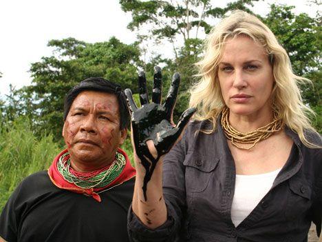 Aktivist och skådespelerskan Daryl Hannah hjälpte till att få denna kampen in i media.