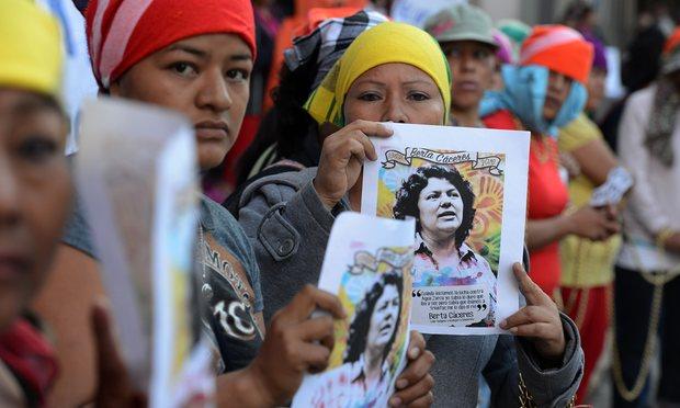Från en demonstration på grund av Berta Cáceres mord.