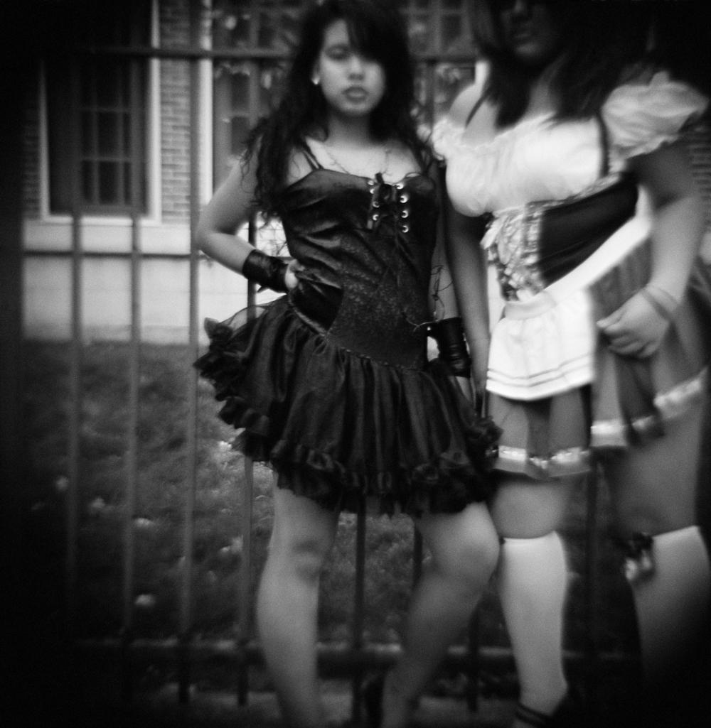 halloween_girls_posing.jpg