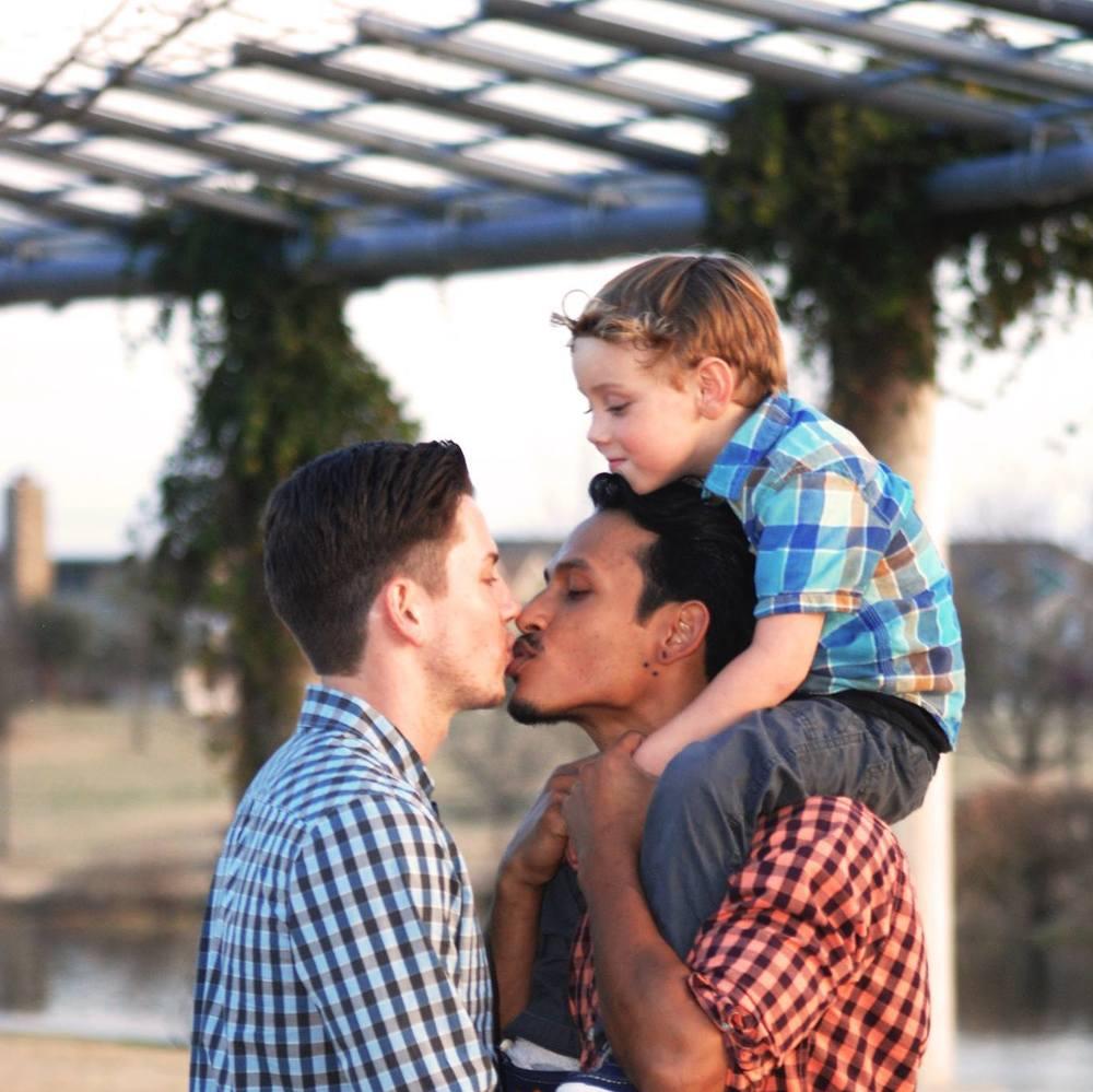 Roberto + Max #KissProudly