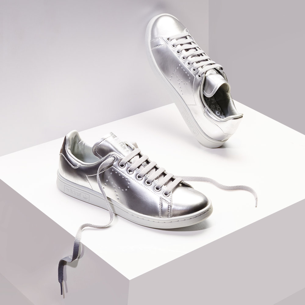 3_Silver_Sneakers_retouched.jpg