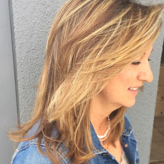 Spring highlights by Veesun 💐#blonde #highlights #hairconcept2000 #woodlandhills #americansalon #modernsalon #behindthechair
