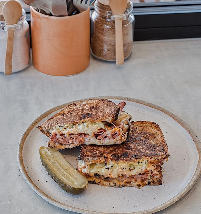 It would be Reuben not to! Our Reuben sandwich, available to dine in or take away! 🙌🏼🙌🏼 (📷 @andymacphersonstudio)