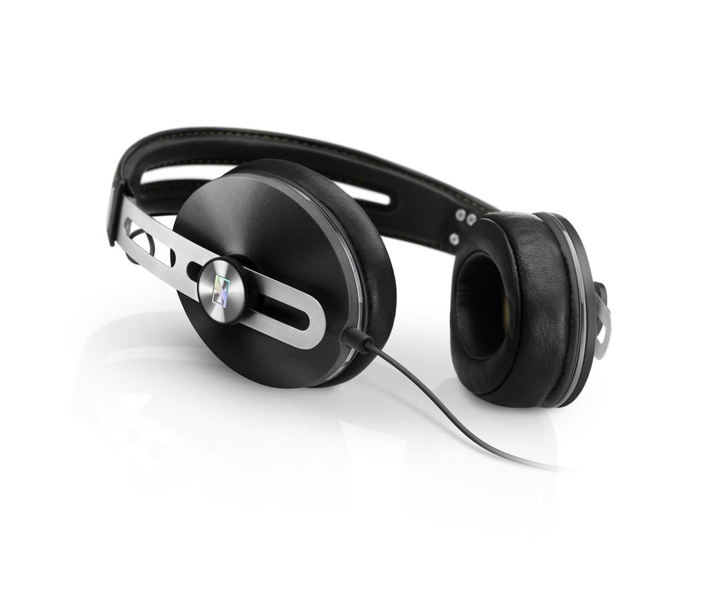 Momentum_over_ear_model_01_black.png