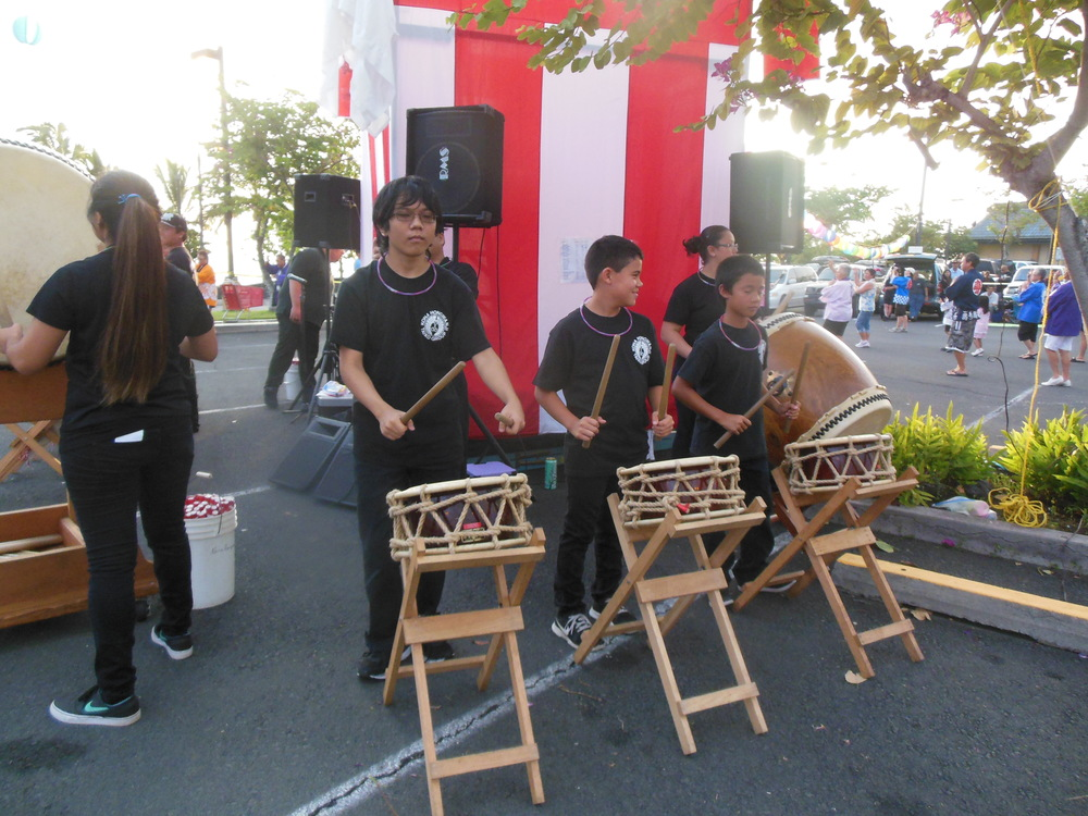Kona Hongwanji Taiko members accompanying along to the bon dance music.
