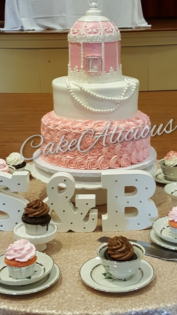 Pink Birdcage n Rosettes with Cupcakes.JPG