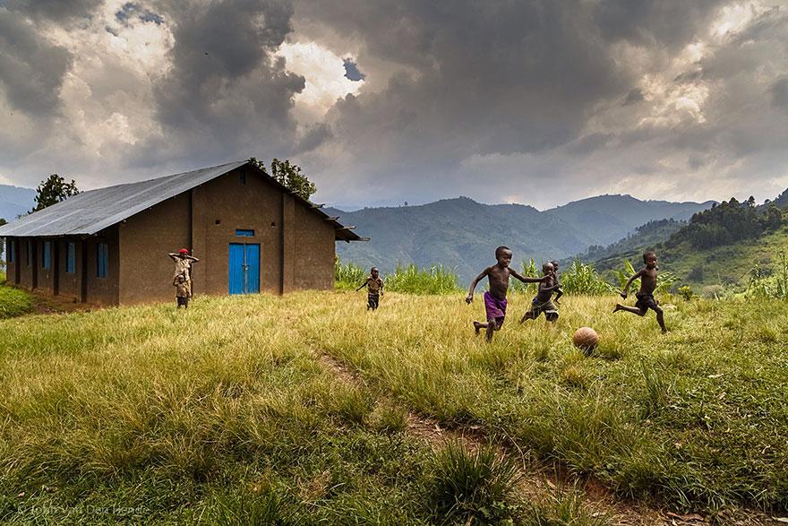 Uganda_John Van Den Hende.jpg